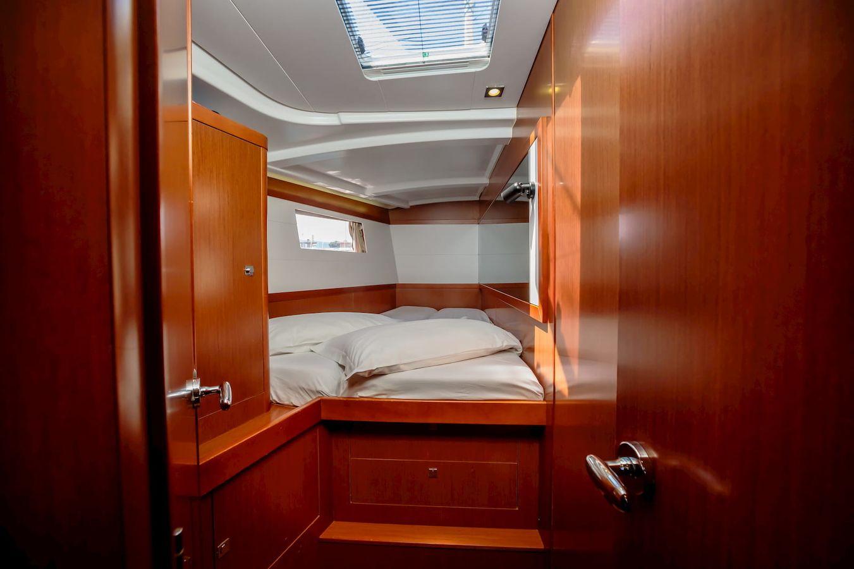 Barca a vela Beneteau Oceanis 48 Khloe a noleggio - Italia ...