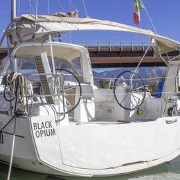 Beneteau Oceanis 35 | Black Opium
