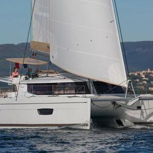 Fountaine Pajot Helia 44 | Knyps
