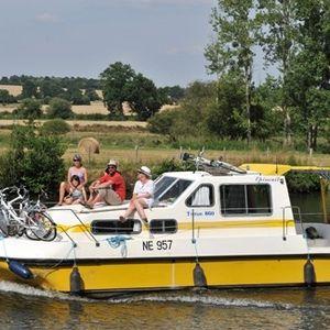Моторная яхта - Франция