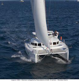 Lagoon 380 S2   White Pearl