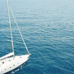 Beneteau Cyclades 39 | Happy sailing