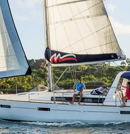 Beneteau Oceanis 45 | Moorings 16