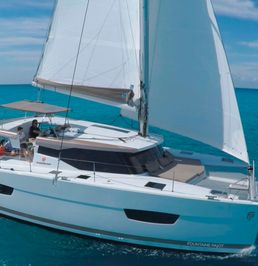 Fountaine Pajot Lucia 40 | Canopus