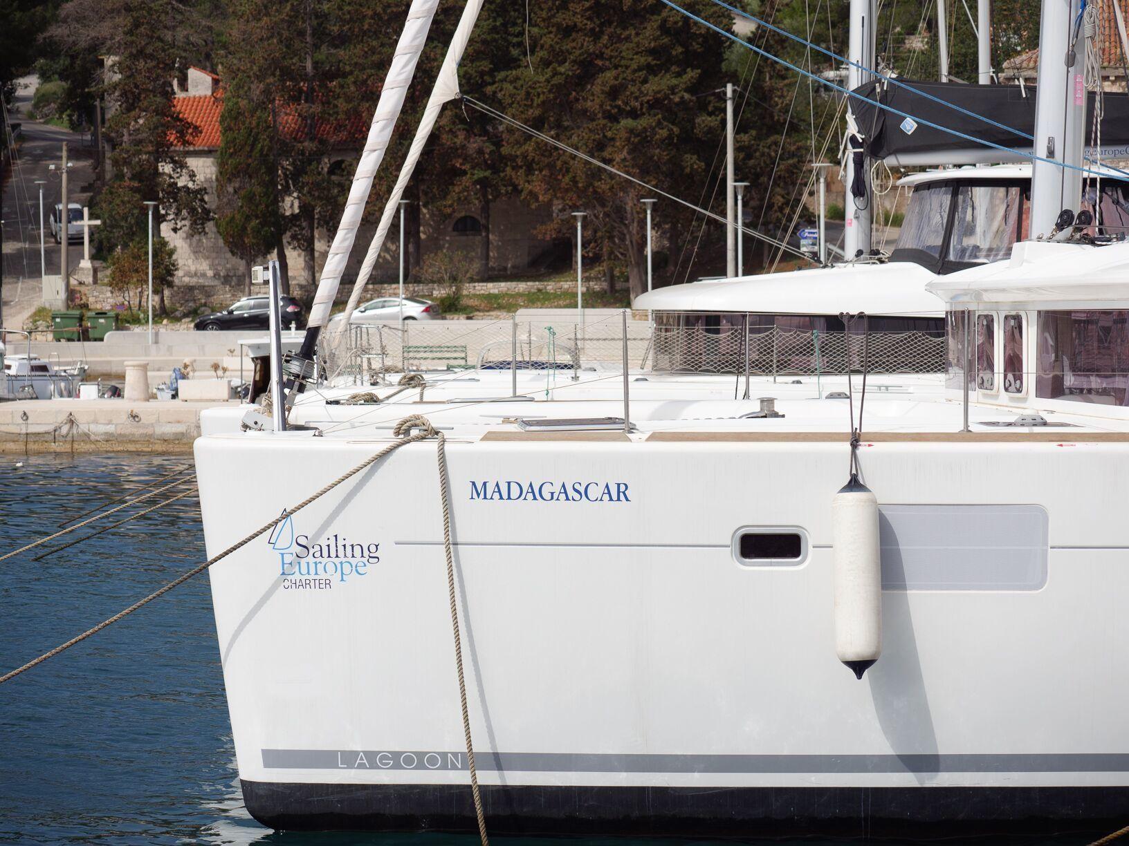 Lagoon 450 (2012)