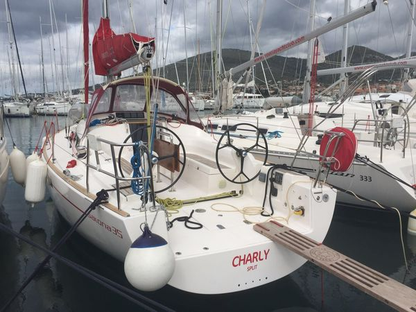 Salona 35 | Charly