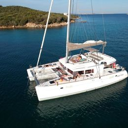 Lagoon 450 | Upboat